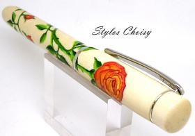 Plume empreinte roses orangees sur houx et platine 10